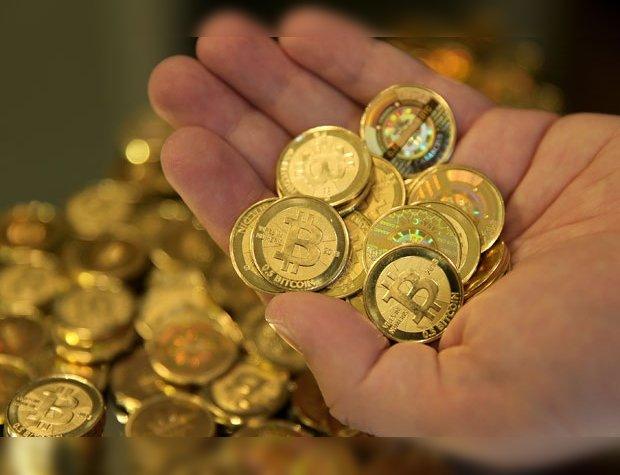 bitcoin monedas mano