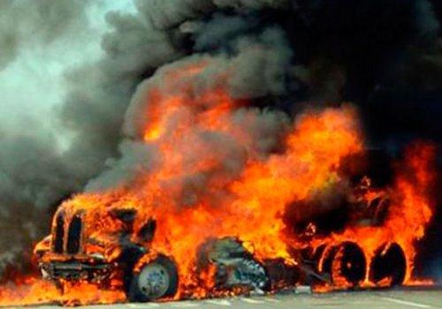 Narcos queman camión de Camila