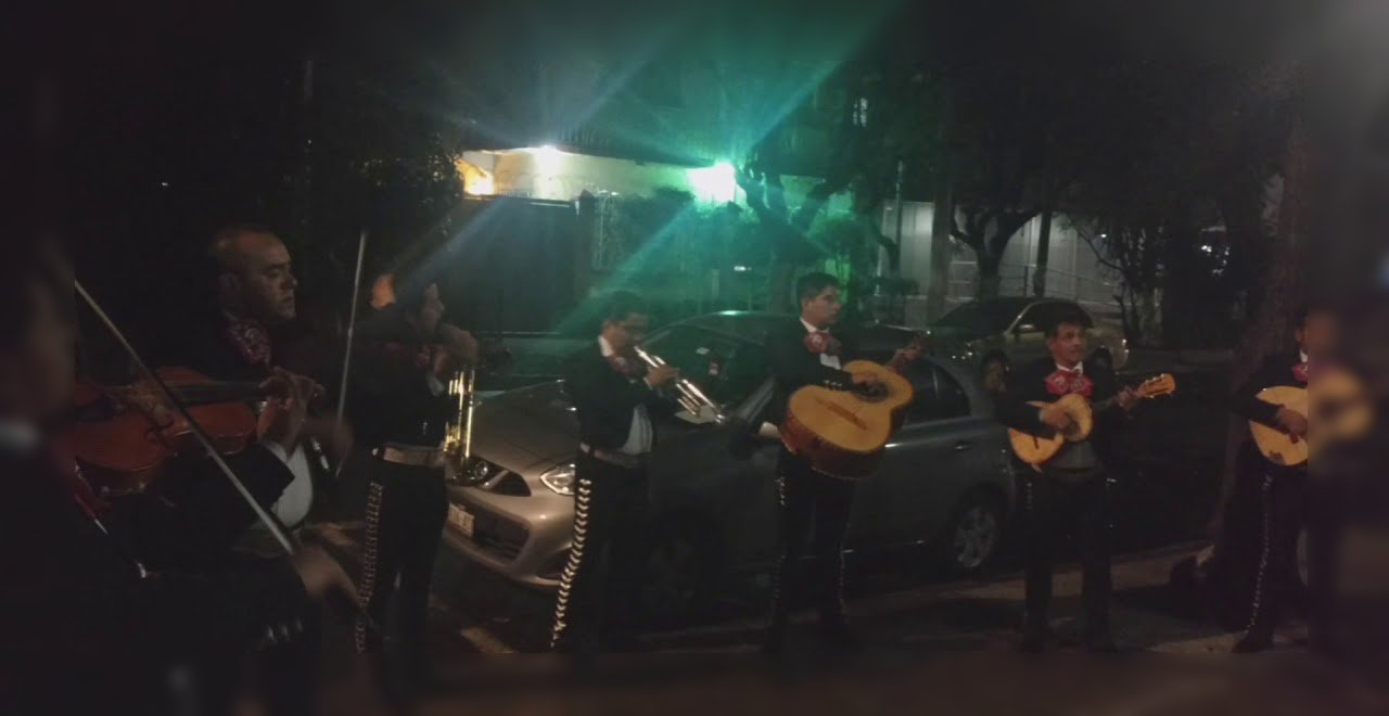 mariachis serenata